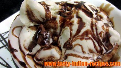 vanilla-ice-cream-with-chocolate-sauce