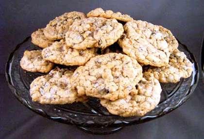 oatmeal-raisins chocolate chip cookies