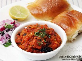 Khada Pav Bhaji with Buttery Pav, Onion and Lemon