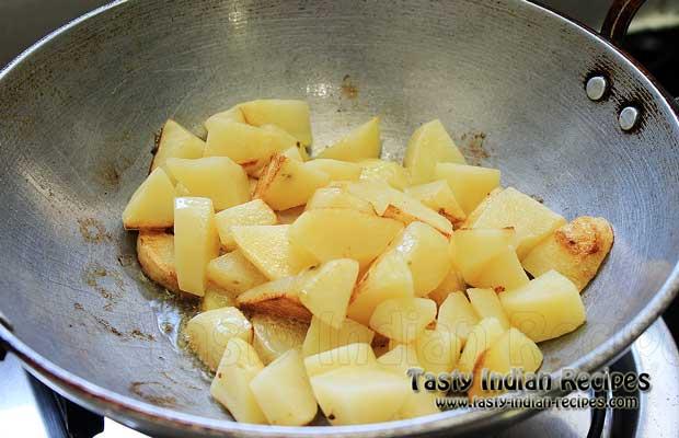 Frying Aloo In Pan