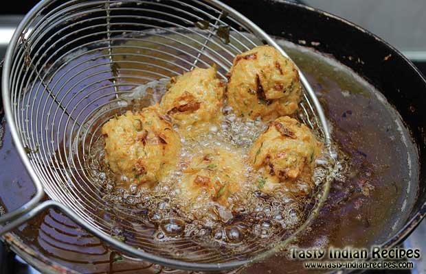 Rice Pakora in frying Pan