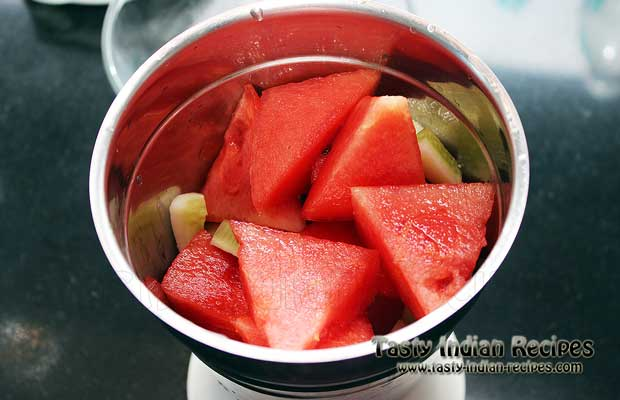 Put the pieces of watermelon and cucumber in a mixer